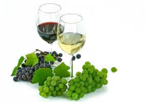 red-white-grapes-wine-400x267