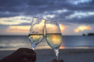 two-wine-glasses-at-sunset-400x266
